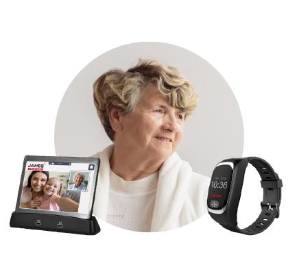Maria Kern mit JAMES Notrufuhr S6 und Tablet